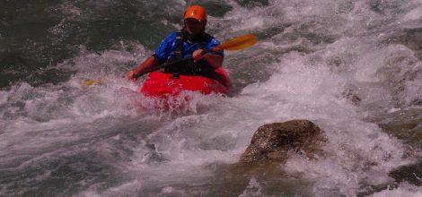 Каяк в бърза вода на Липно